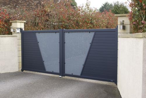 Porte De Garage Portail Alu Le Grau Du Roi 30240 Stores Michel